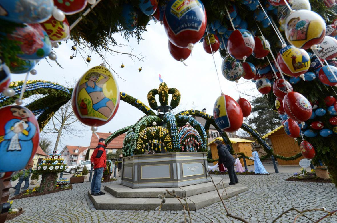 Německou velikonoční tradicí je zdobení kašen