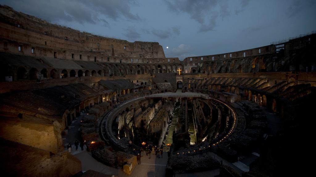 Koloseum opět hostilo speciální křížovou cestu