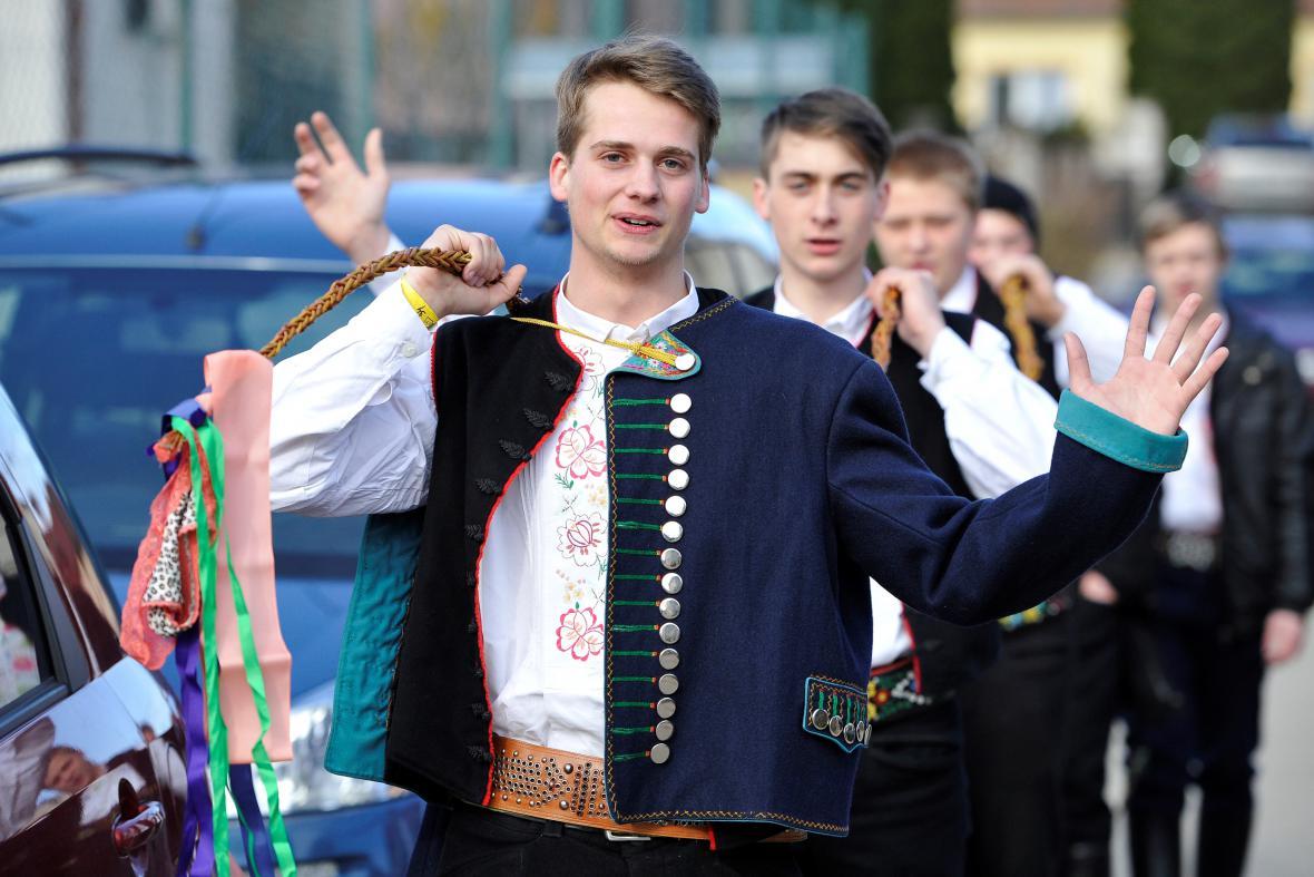 Pomlázka šohajů ve Velkých Pavlovicích na Břeclavsku