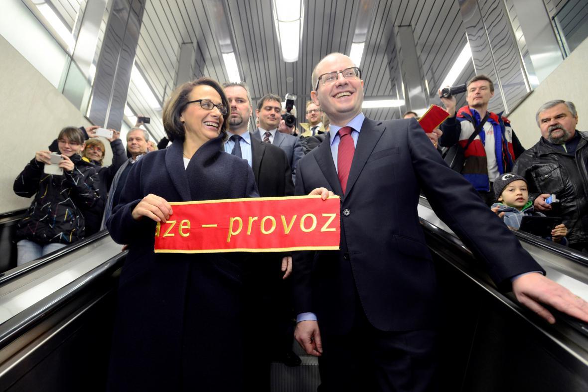 Adriana Krnáčová a Bohuslav Sobotka otevřeli nové stanice metra