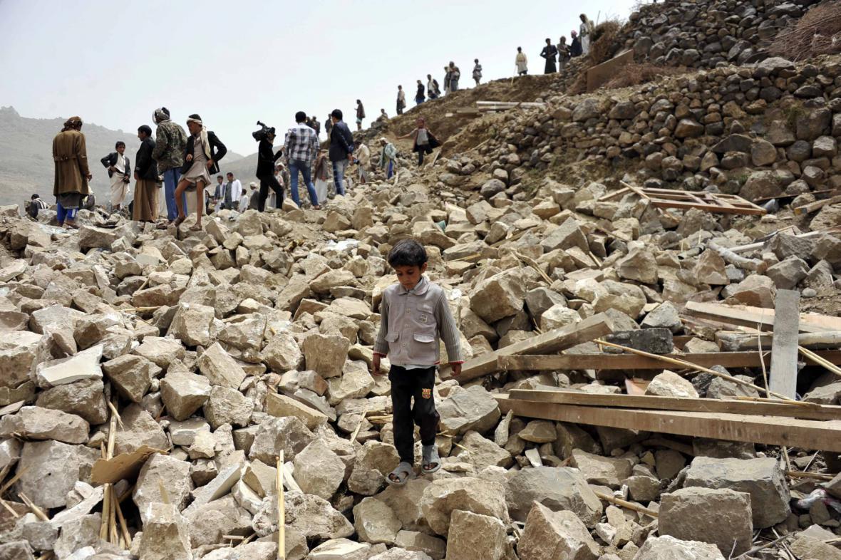 Následky náletů arabské koalice v Jemenu