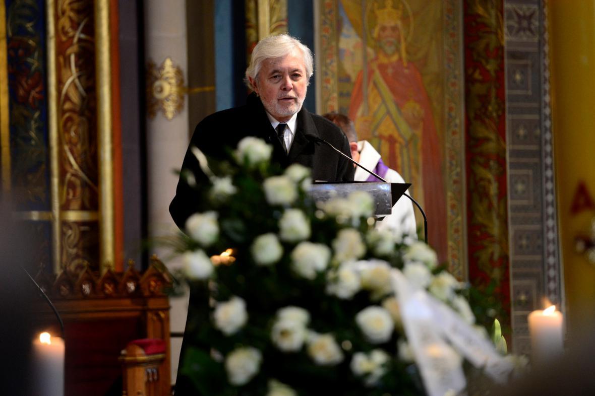 Josef Abrhám na pohřbu Miroslava Ondříčka