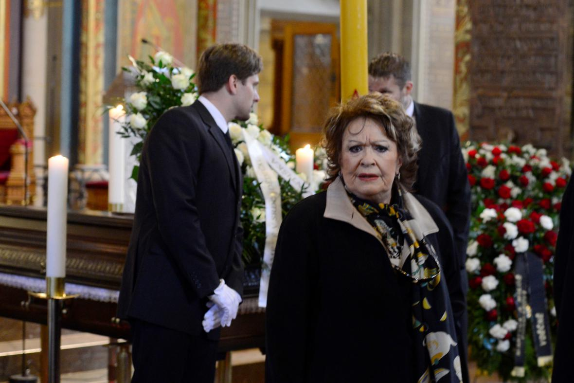 Jiřina Bohdalová na pohřbu Miroslava Ondříčka