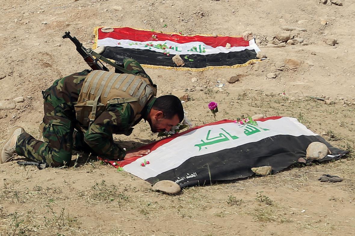 Místo nálezu údajného masového hrobu iráckých vojáků