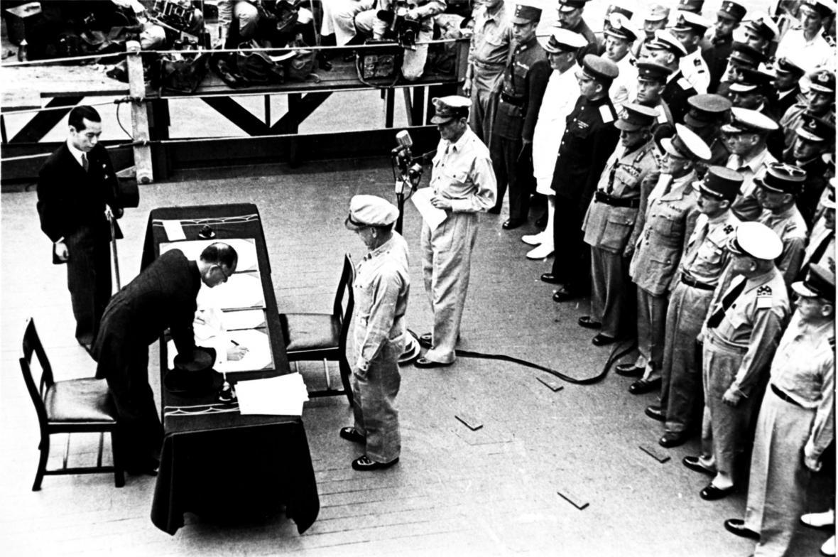 Podpis japonské kapitulace 2. září 1945