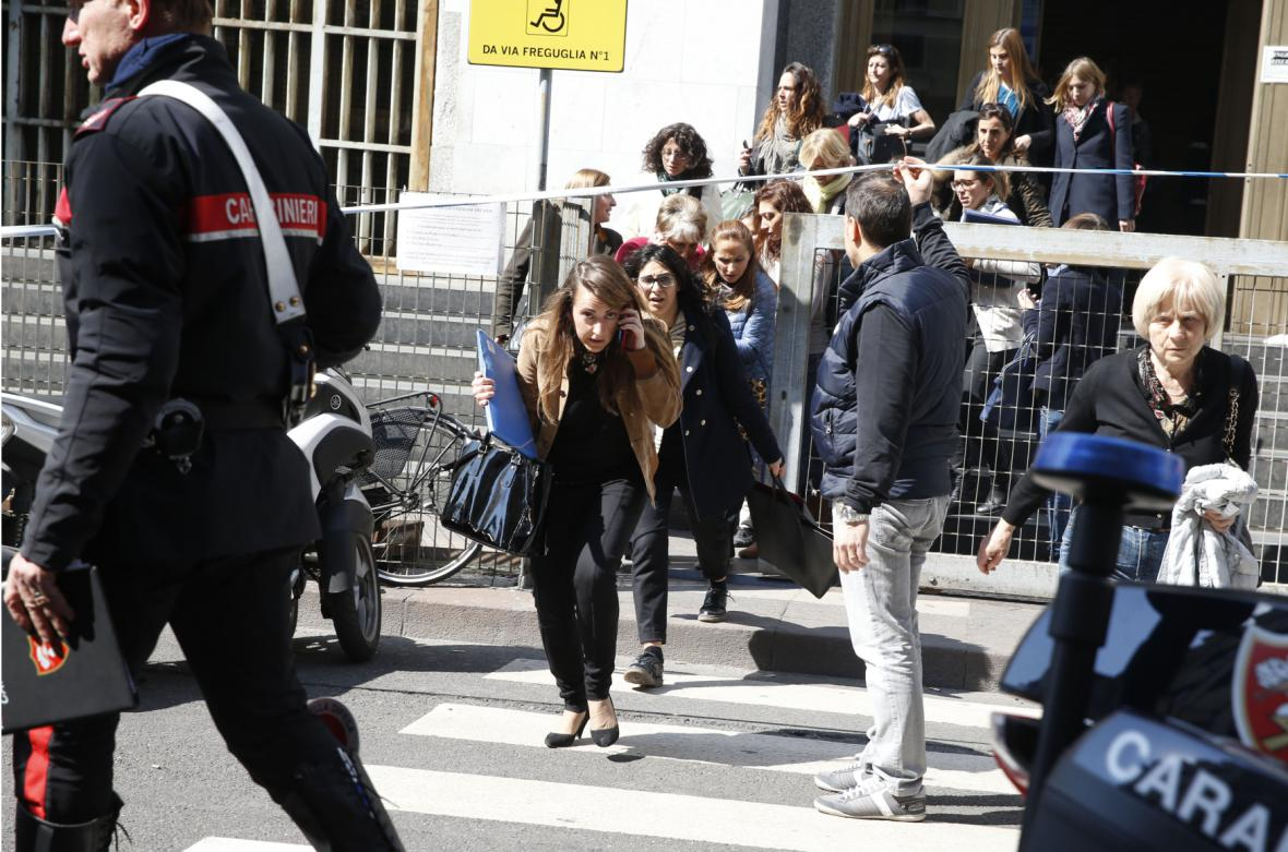 Evakuace budovy soudu v Miláně