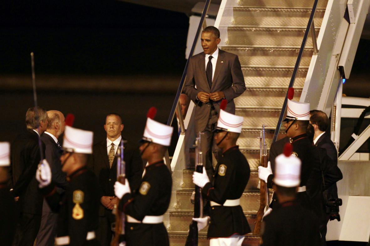 Americký prezident Barack Obama po příletu na letiště v Panamě