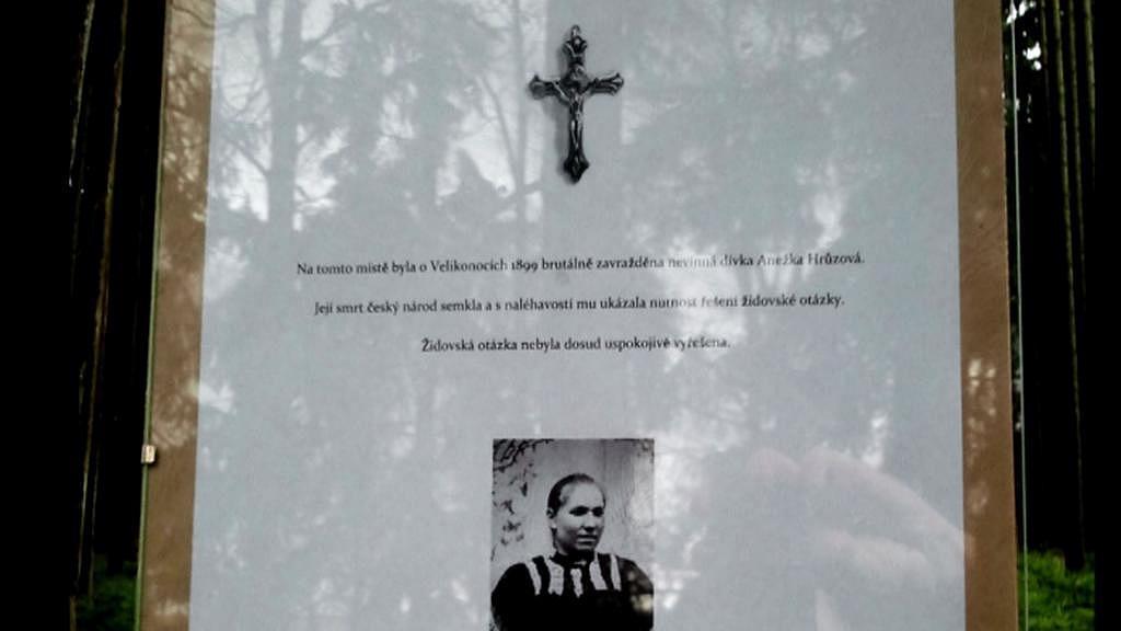 Protižidovský text, který představitelé ultrapravice umístili k symbolickému hrobu Anežky Hrůzové