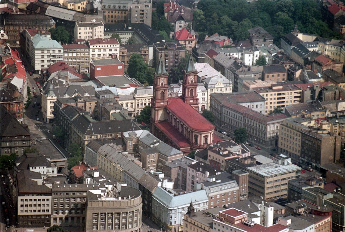 Letecký snímek centra Ostrava s katedrálou