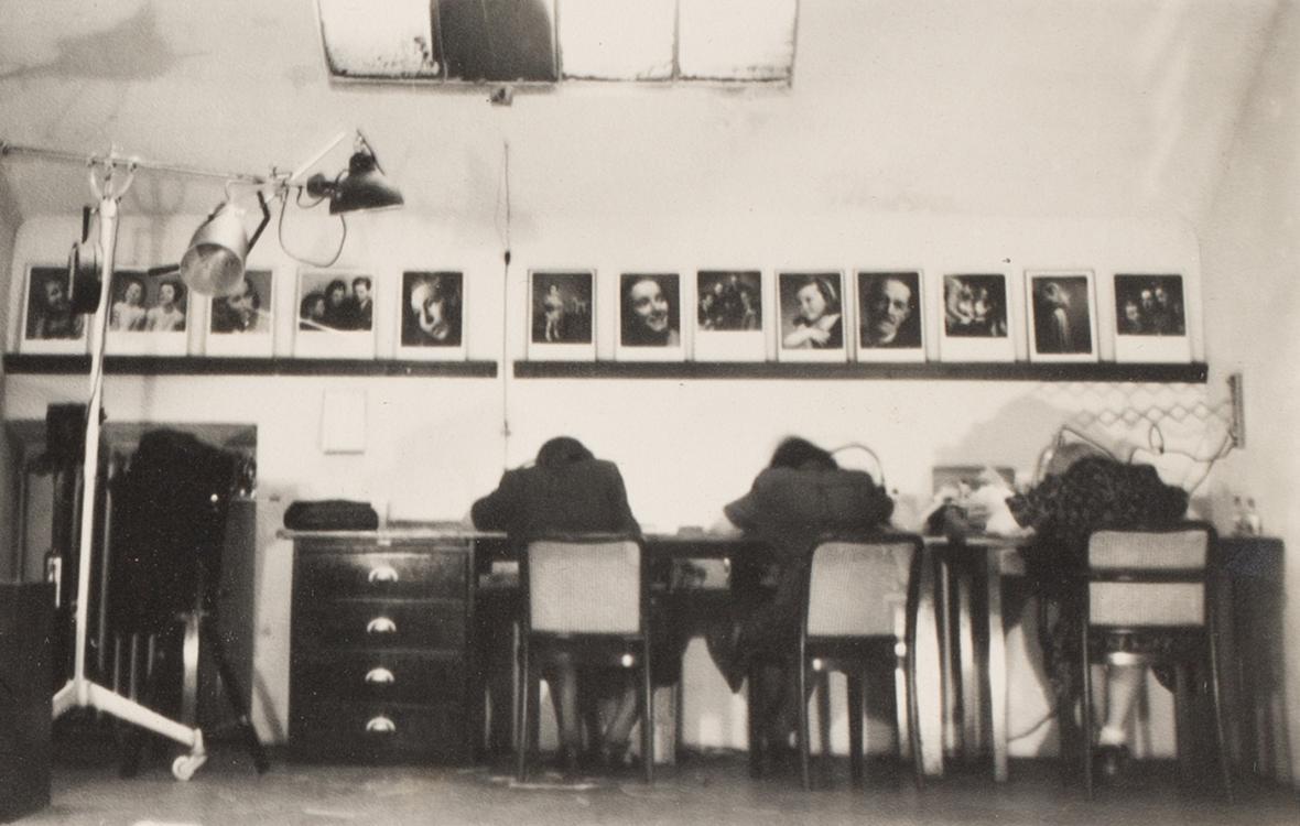 Staša Fleischmannová, Olga Housková / Fotografie OKO, 1942