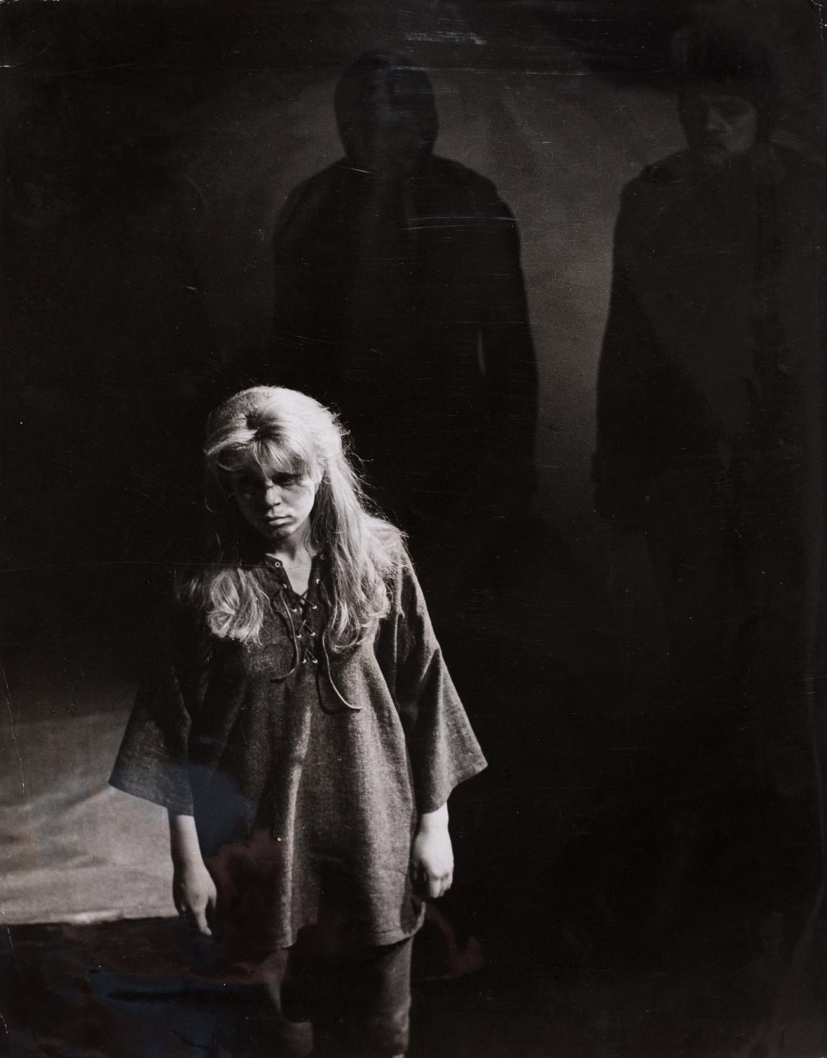 Olga Housková / Iva Janžurová, 1965 (Jean Anouilh / Skřivánek)