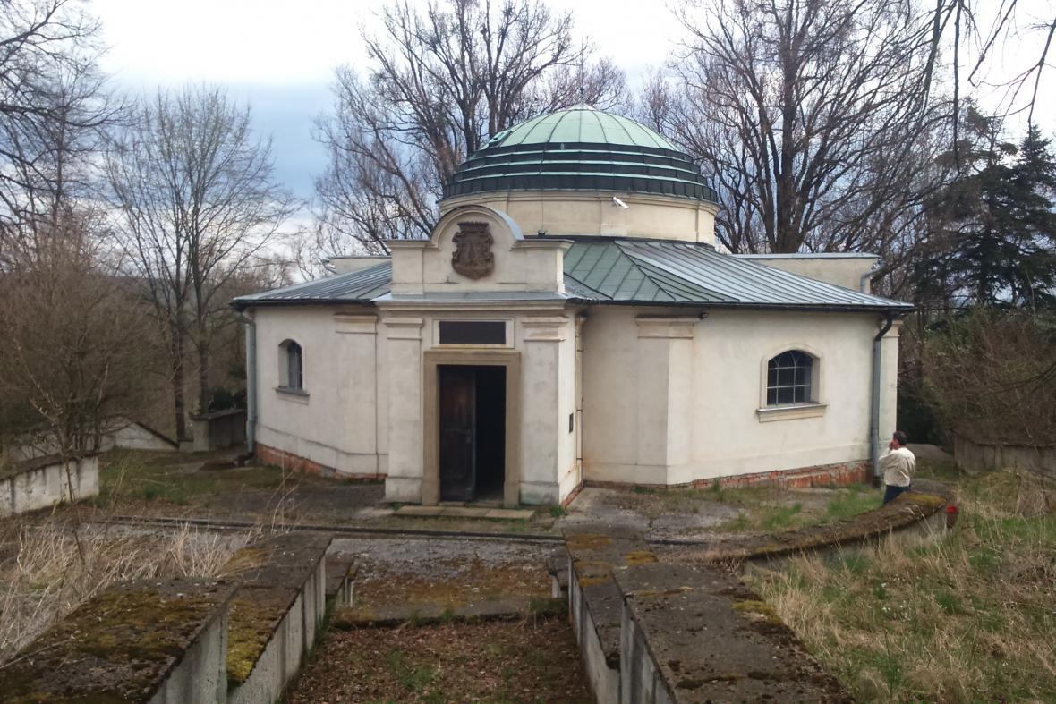 Rodinná hrobka hrabat Dubských ve Zdislavicích na Kroměřížsku