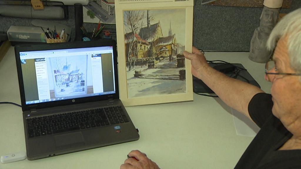Jaromír Košař s originálem obrazu a falzifikátem nabízeným na internetu