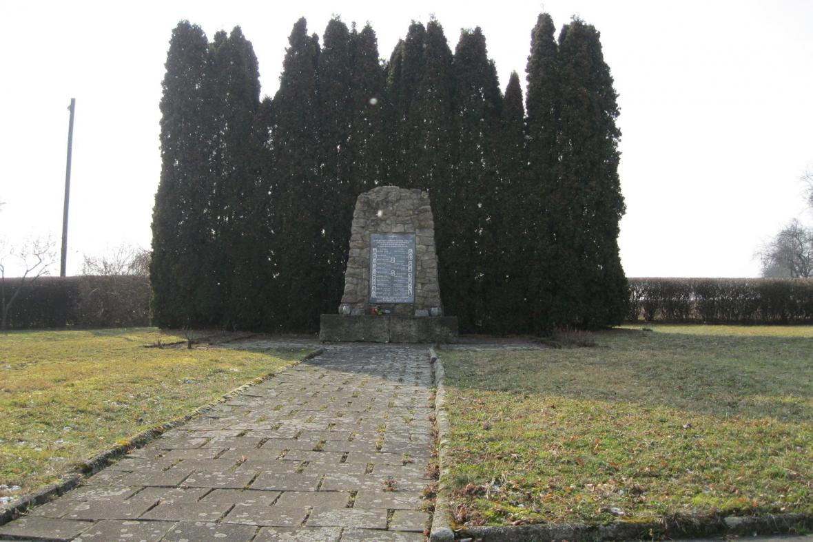 Památník Zákřovské tragédie v Tršicích Zákřově