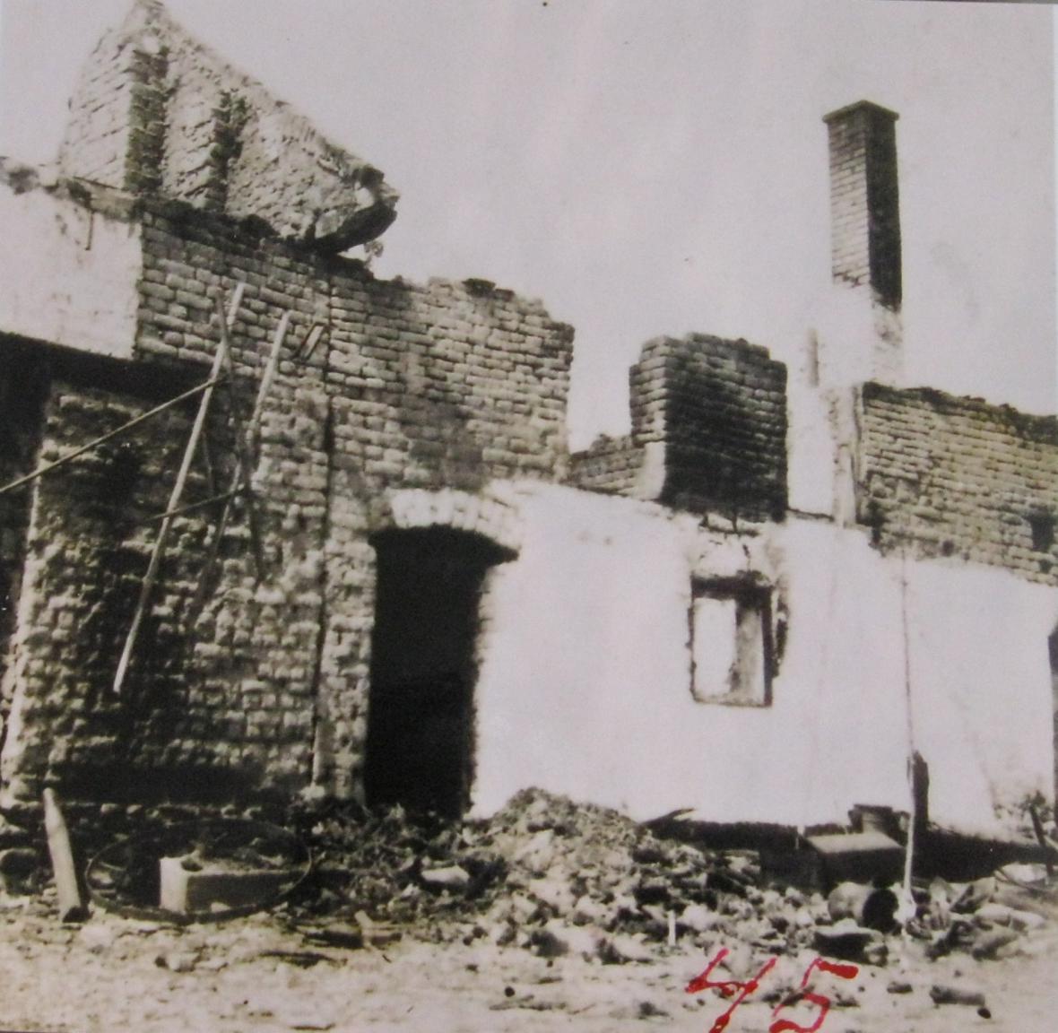 Vypálený dům Švarců v Zákřově