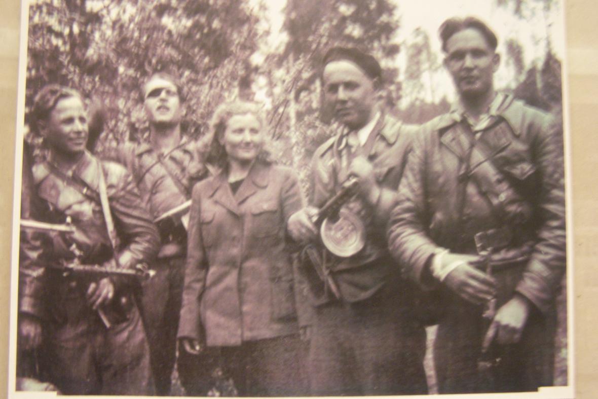 Skupina sovětských partyzánů na Ploštině