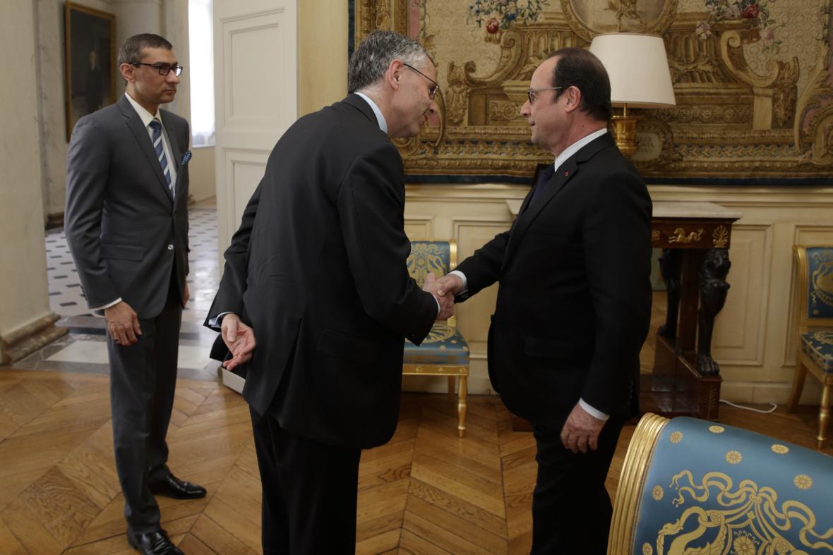Prezident Hollande se s šéfy obou firem setkal už včera