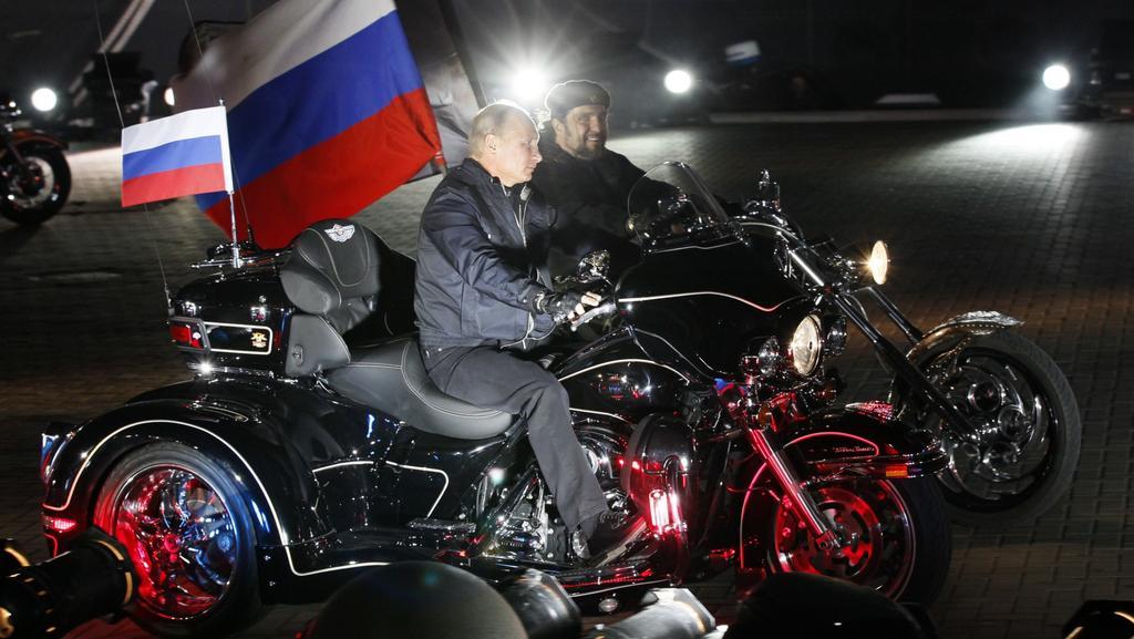 Vladimir Putin se netají dobrými vztahy s vedením motorkářů