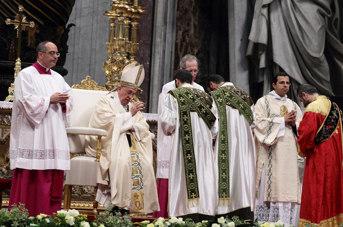 Papež František slouží mši ke stému výročí vyvražďování Arménů