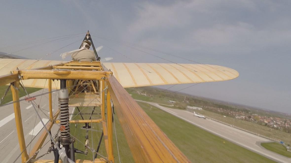 Pohled ze zadní části letadla