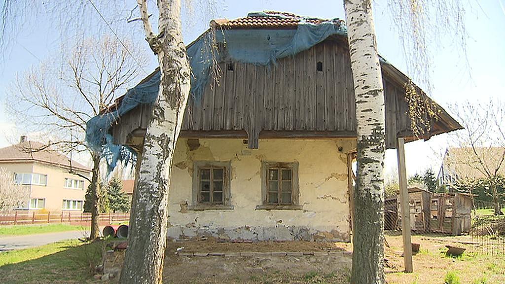 Dům z Oskořínku, který bude přemístěn do skanzenu