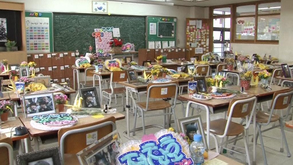 Lavice obětí zůstanou prázdné do doby, kdy ze školy měly odejít