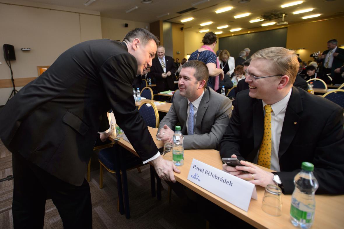 Martin Půta hovoří na sněmu STAN s Pavlem Bělobrádkem a Janem Hamáčkem