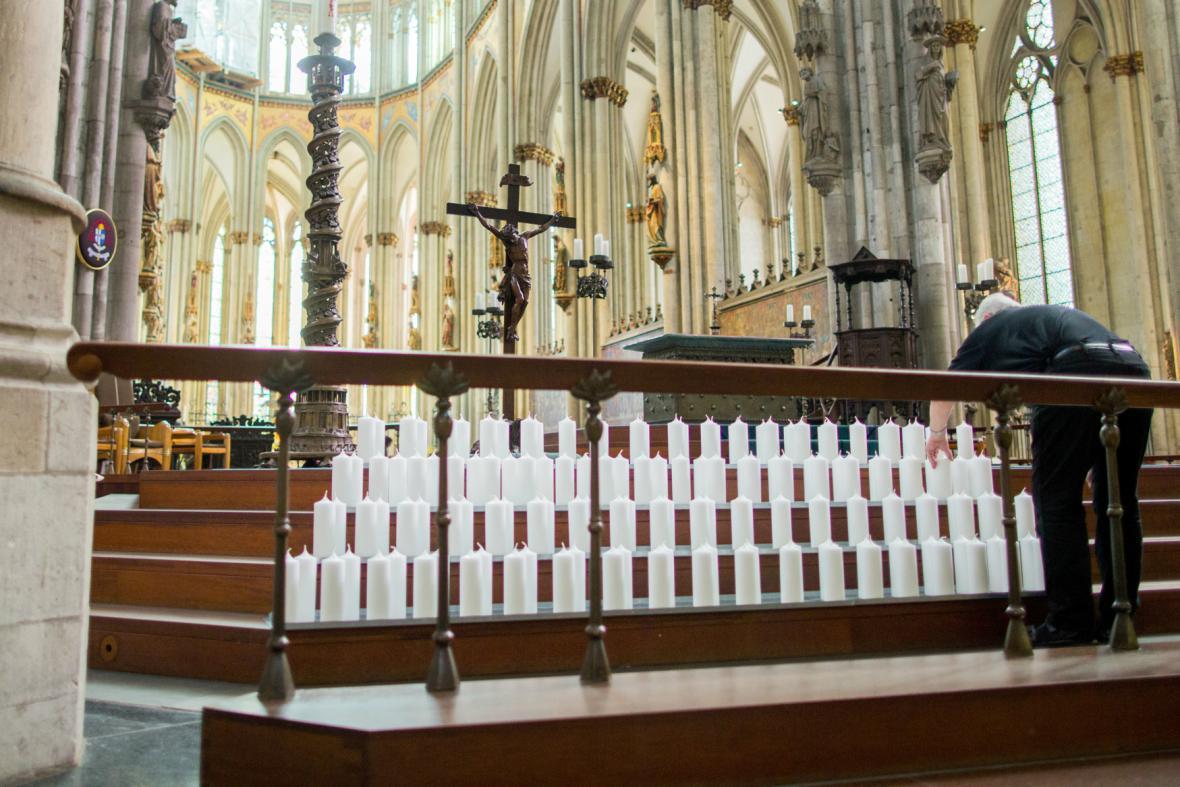 150 svící v kolínské katedrále připomene oběti letu Germnwings