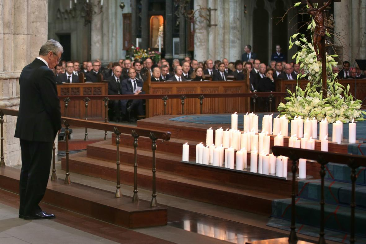 Joachim Gauck uctil památku obětí z letadla Germanwings