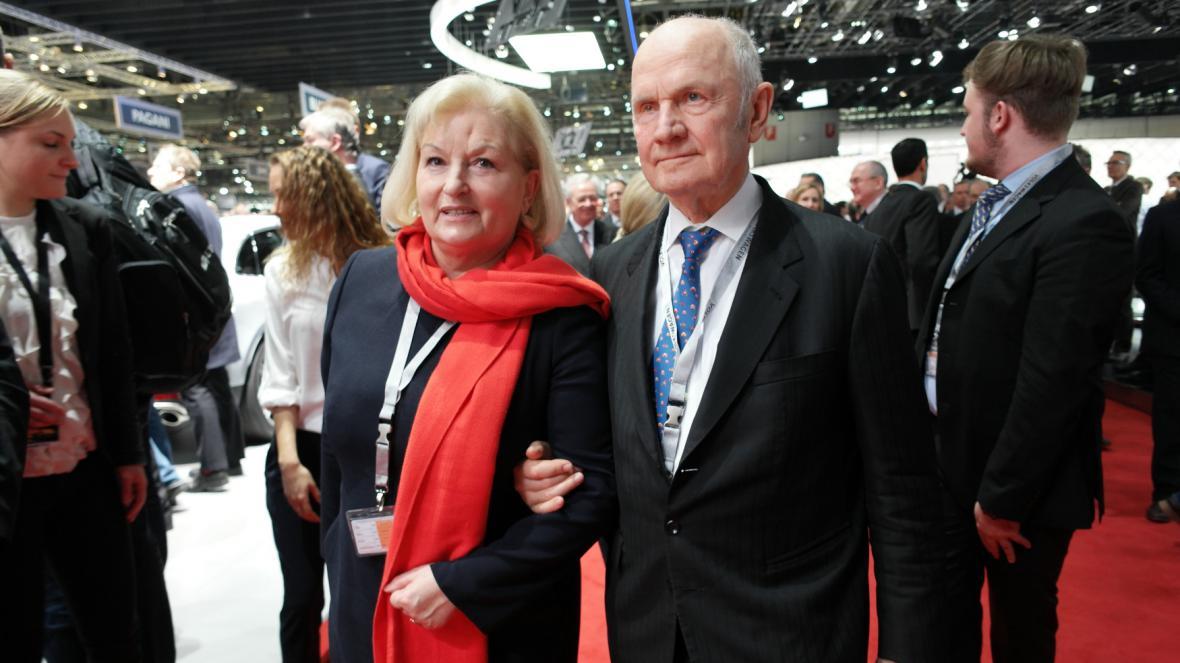 Ferdinand Piëch s manželkou Ursulou na autosalonu v Ženevě