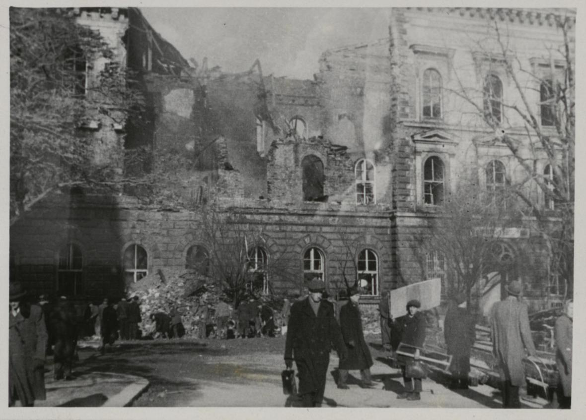 Brno po bombardování (Žerotínovo náměstí)