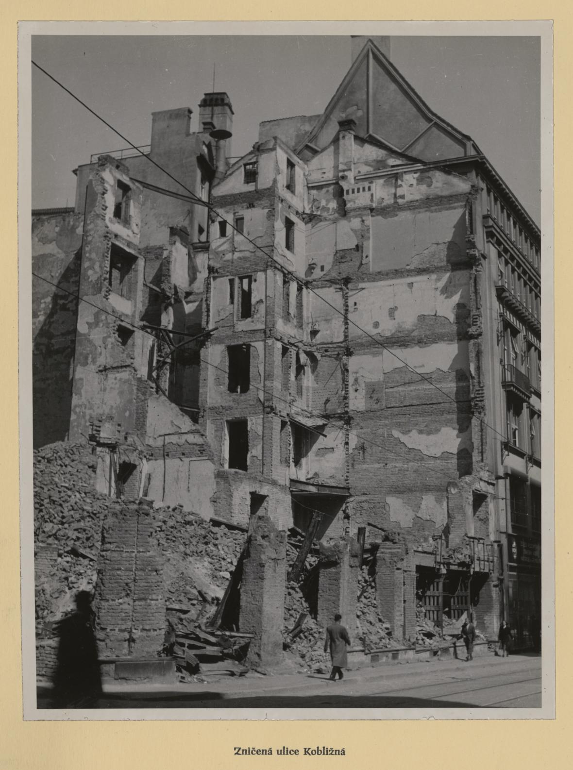 Brno po bombardování (iluce Kobližná)