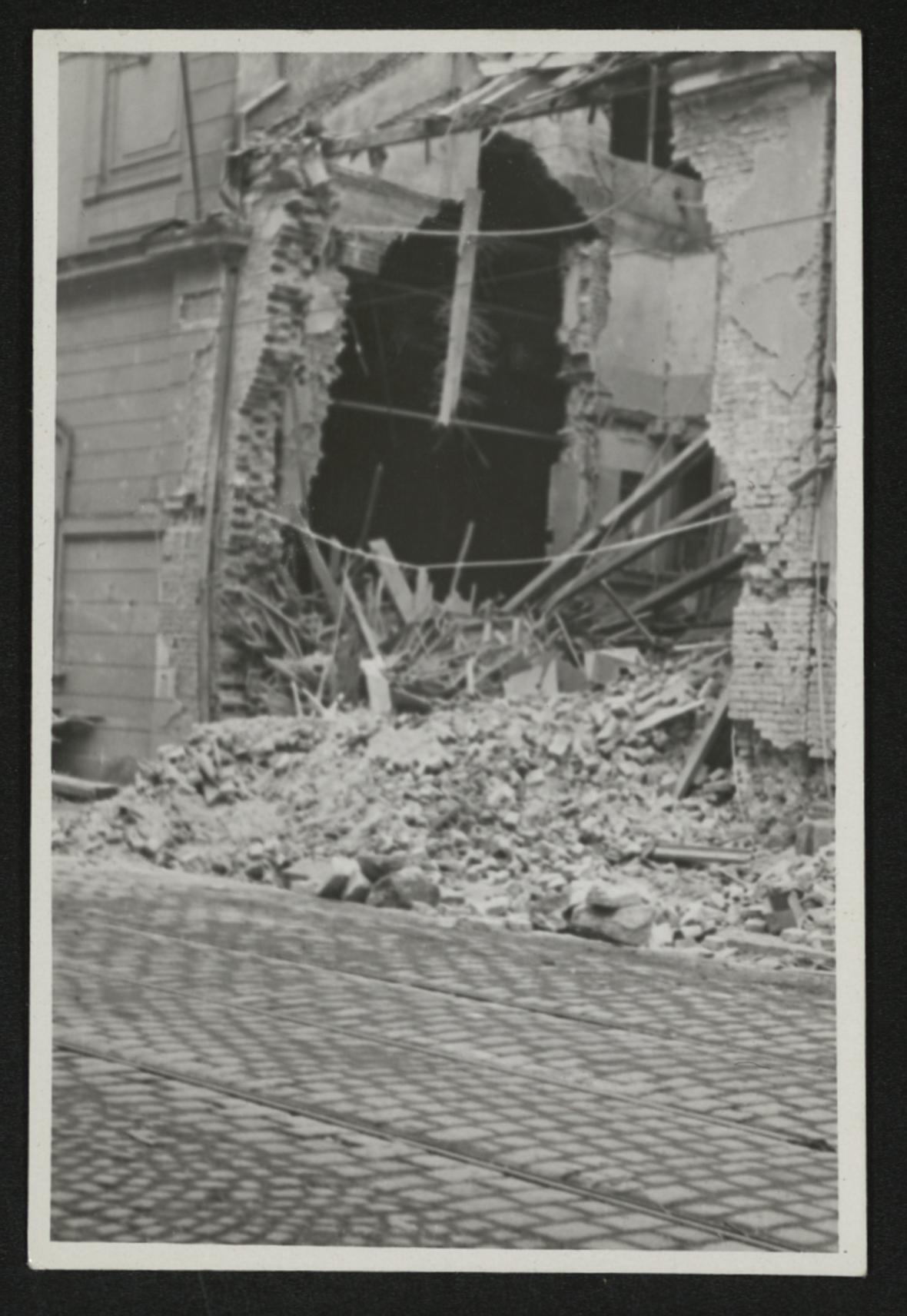 Brno po bombardování (budova divadla v ulici Veveří)