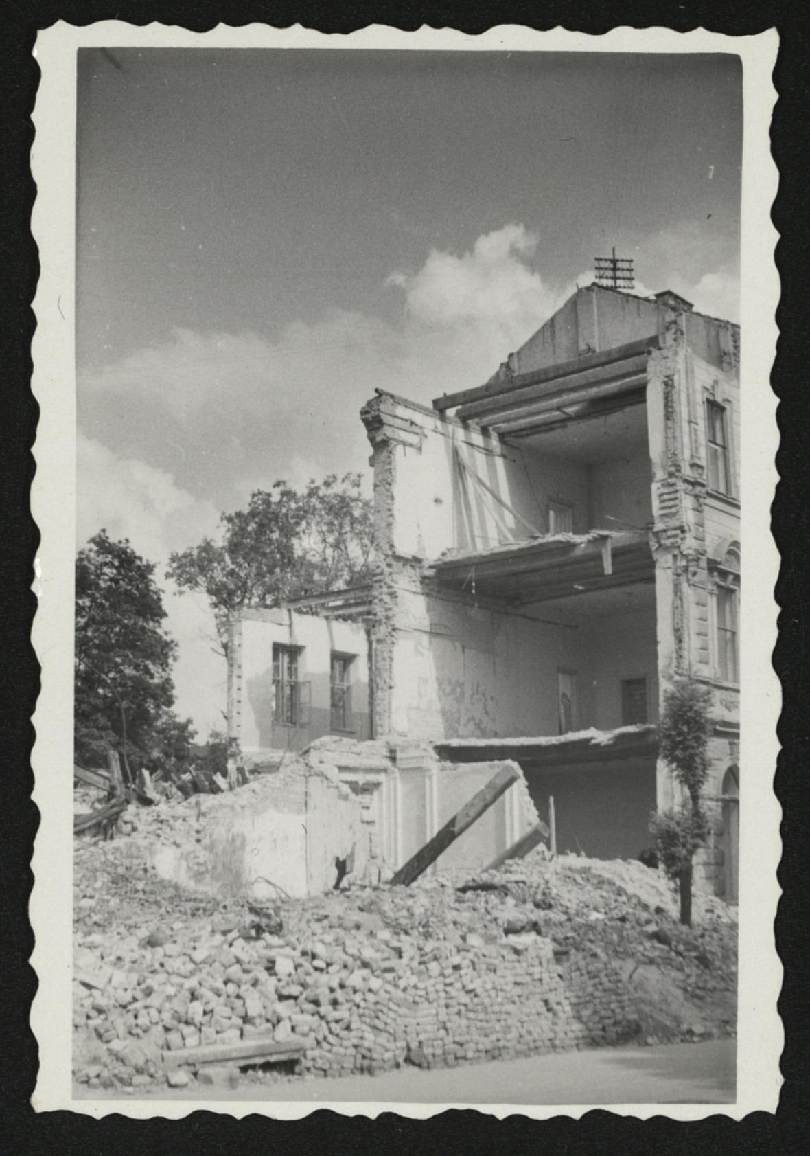 Brno po bombardování (někdejší ulice Leninova)