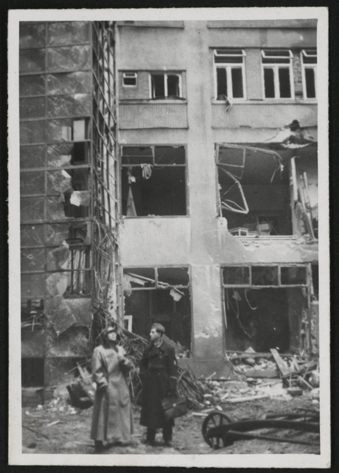 Brno po bombardování (ulice Divadelní)