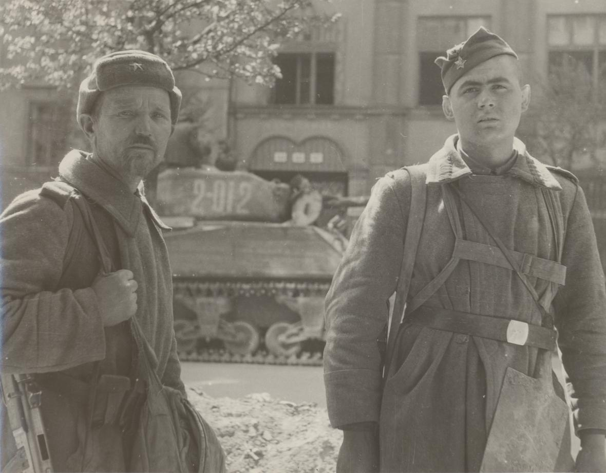 Brno, rudoarmějci v dnešní Gorkého ulici (26. 4. 1945)
