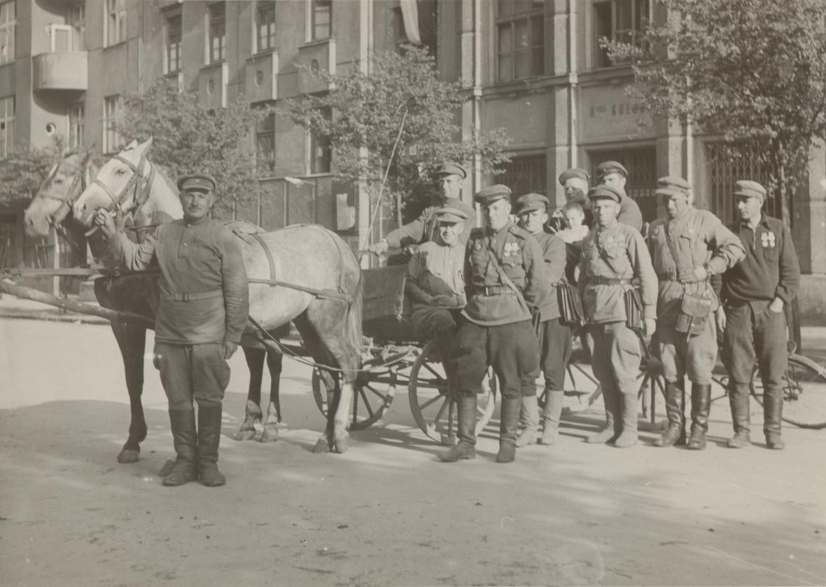 Brno, skupina rudoarmějců (1945)