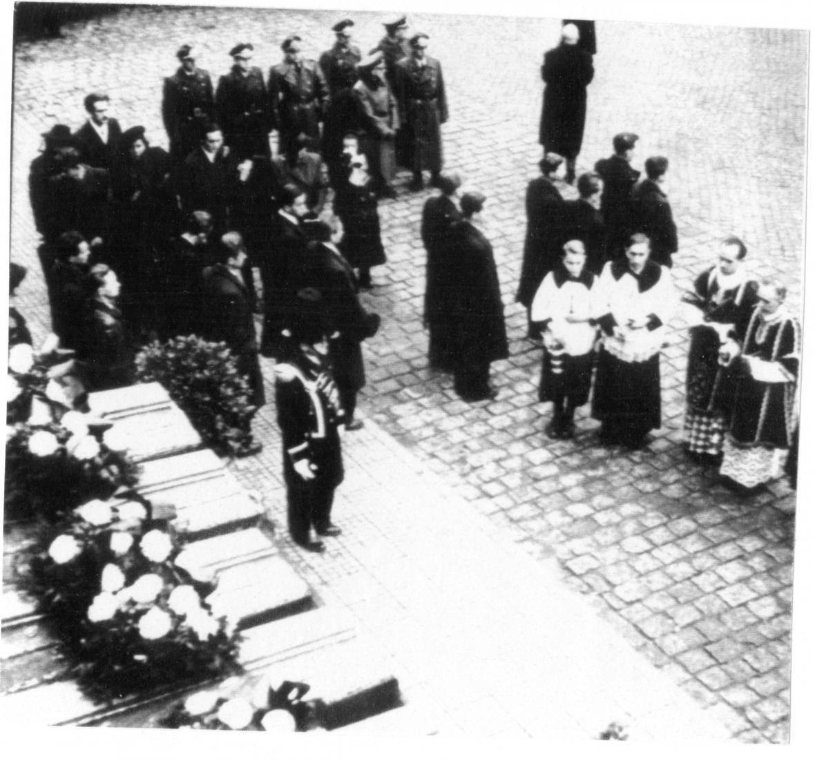 Pohřeb obětí náletu ve Zlíně (1944)