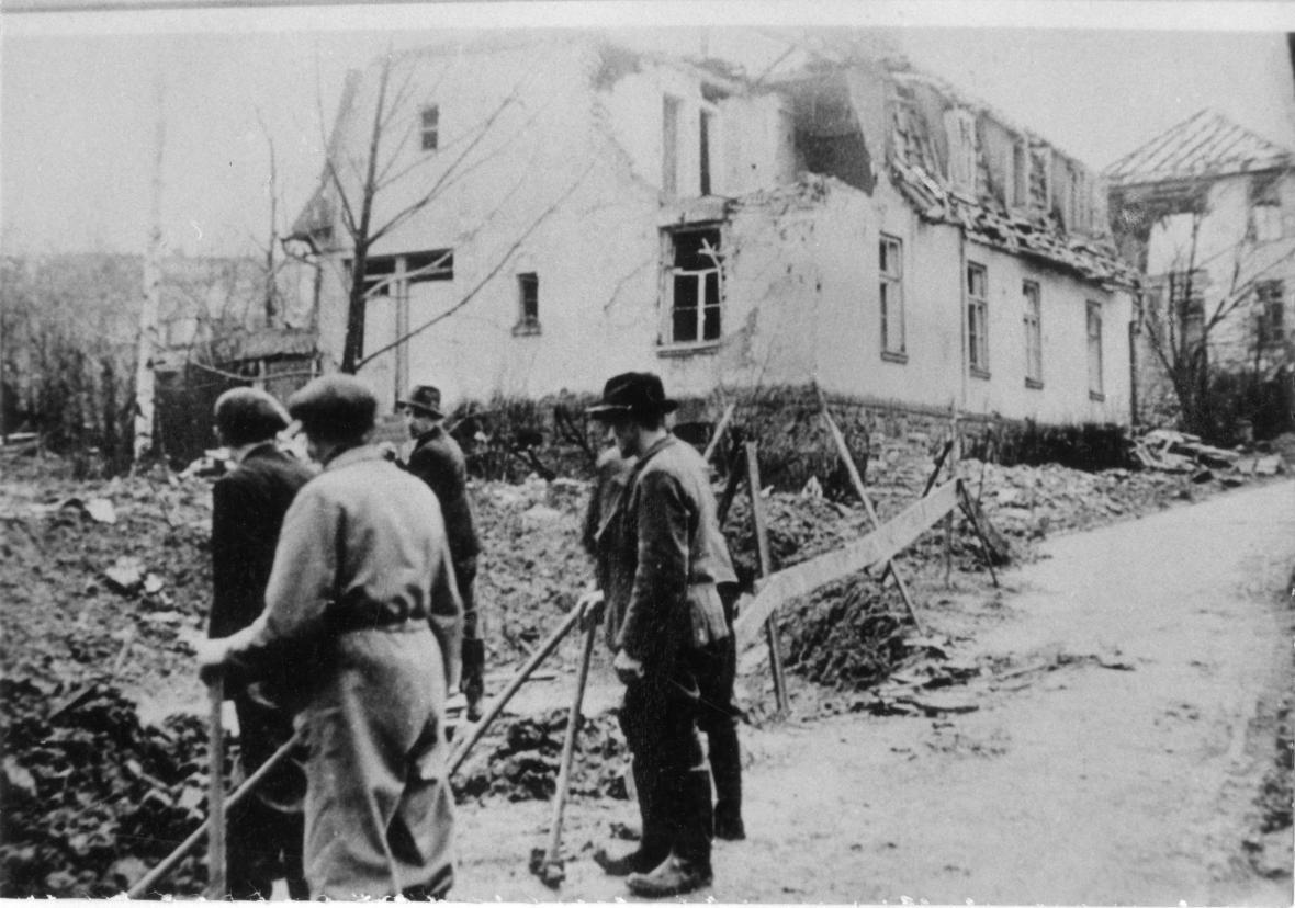 Kotěrova ulice po bombardování (1944)
