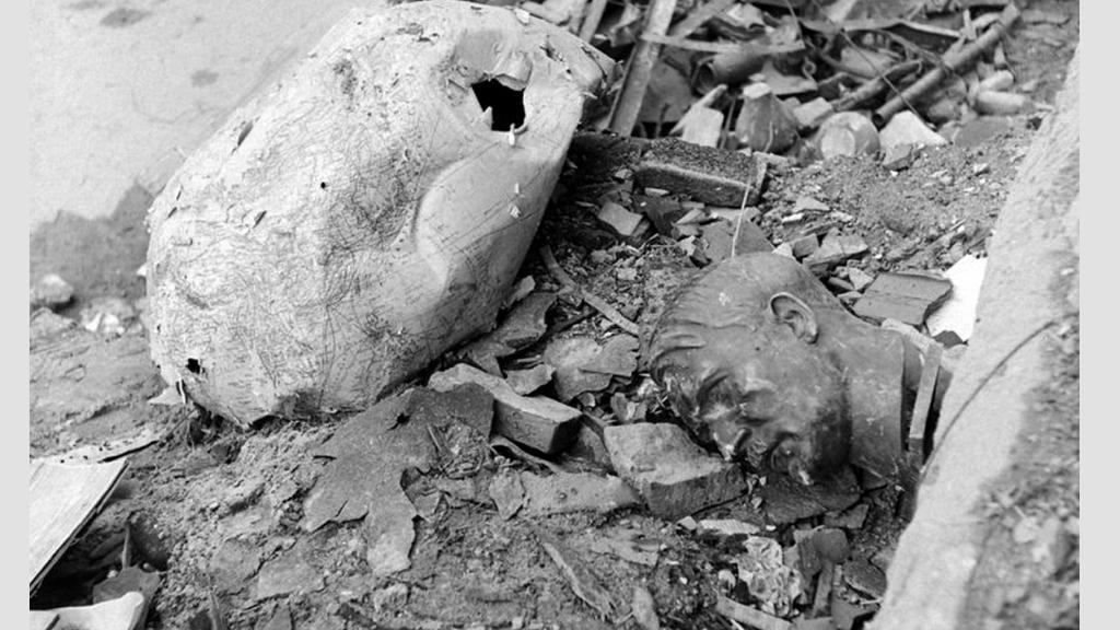 Dosud nezveřejněné snímky z Hitlerova bunkru