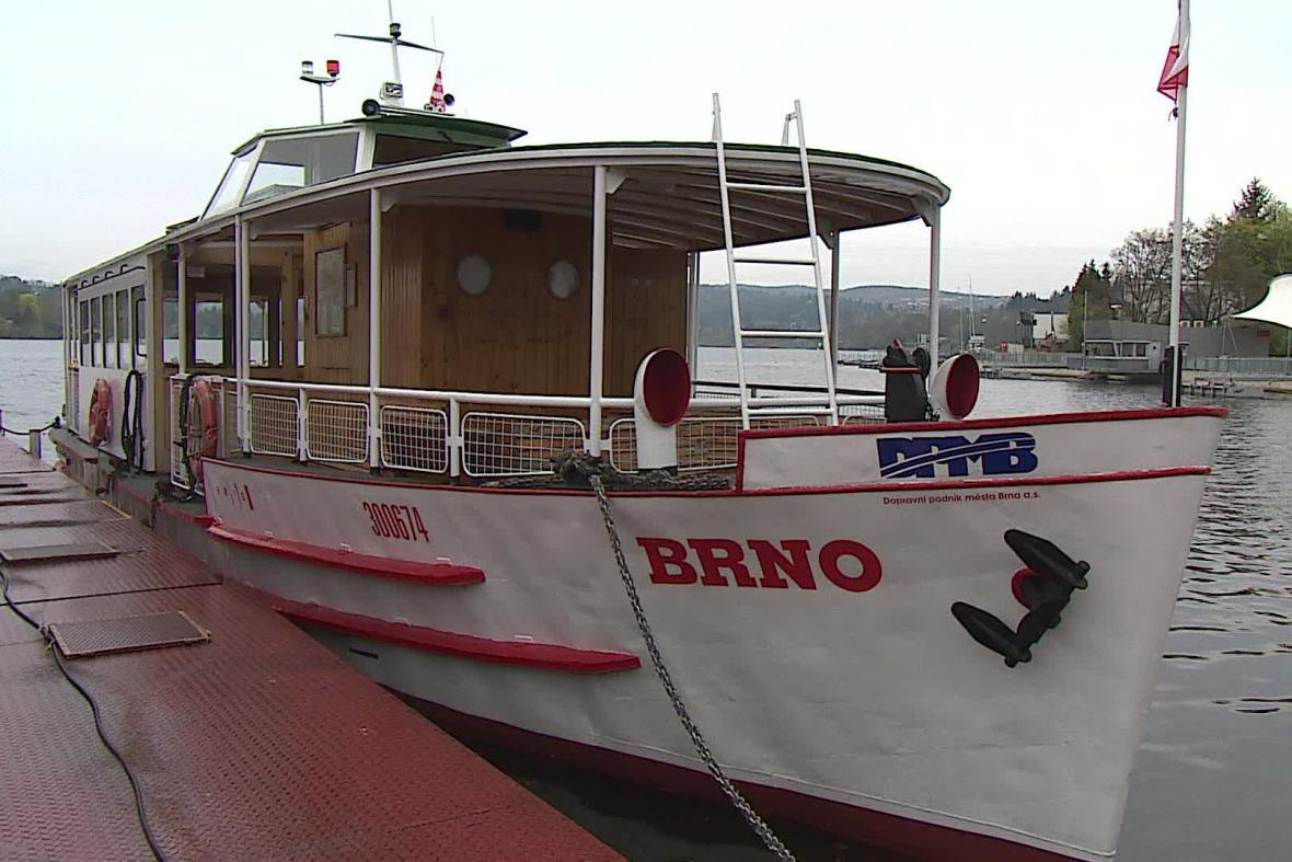 Loď Brno na přehradě