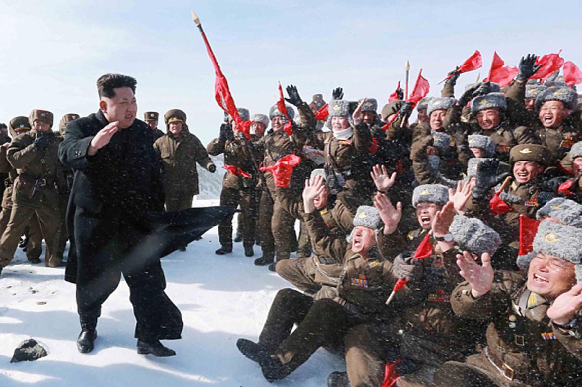 Kim Čong-un s vojáky na hoře Pektu