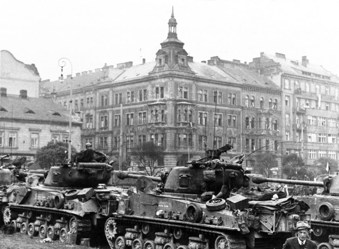 Tanky na dnešním Masarykově náměstí v Plzni