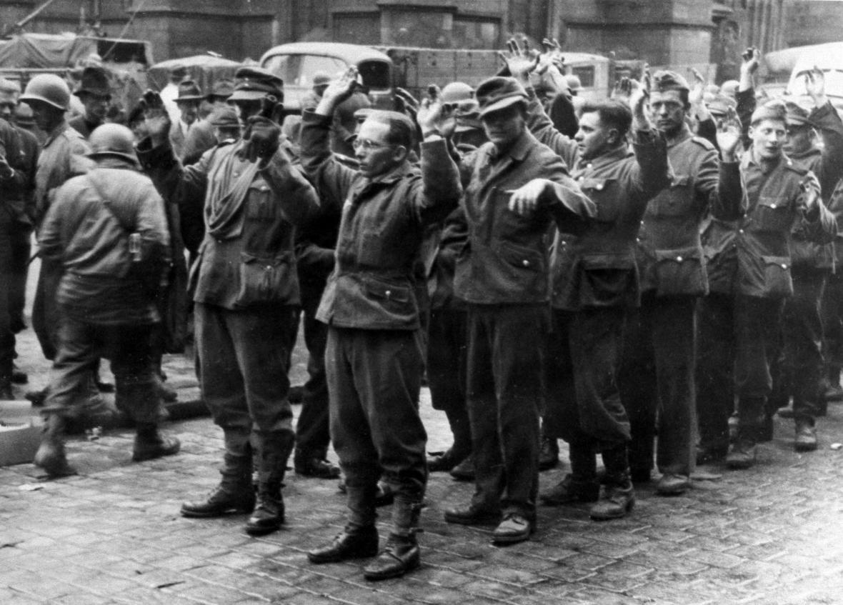 Zajatí němečtí vojáci v Plzni