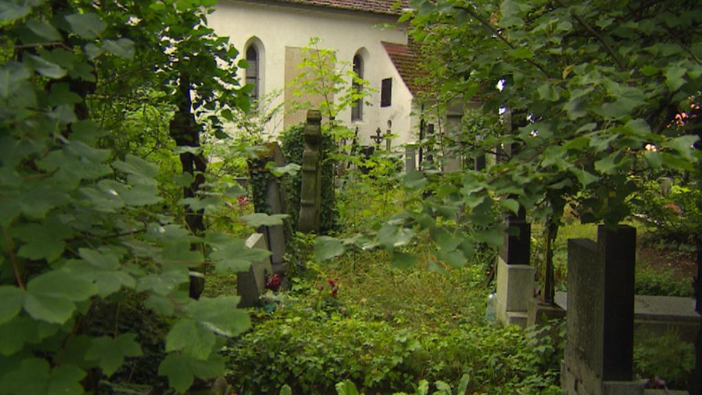 Neutěšený pohled na hřbitov v Jindřichově Hradci