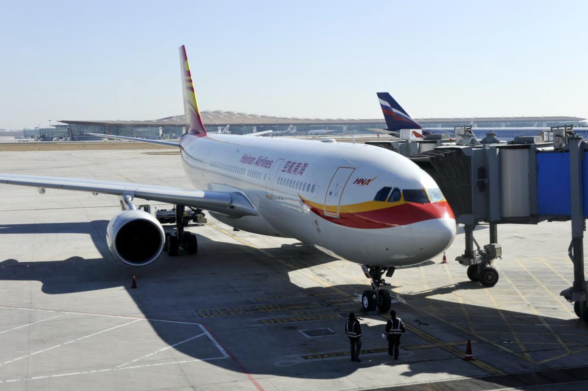 Letadlo společnosti Hainan Airlines na letišti v Pekingu