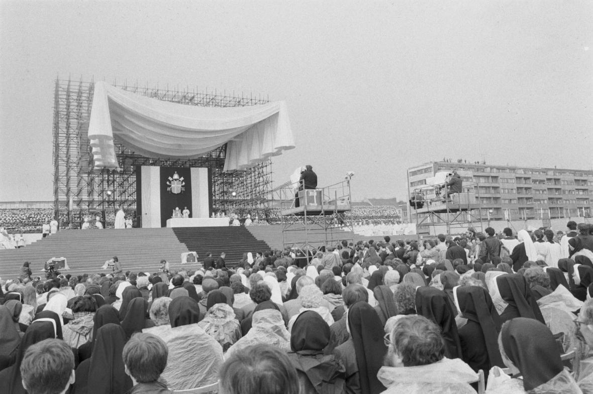 Papež sloužil mši na Letenské pláni