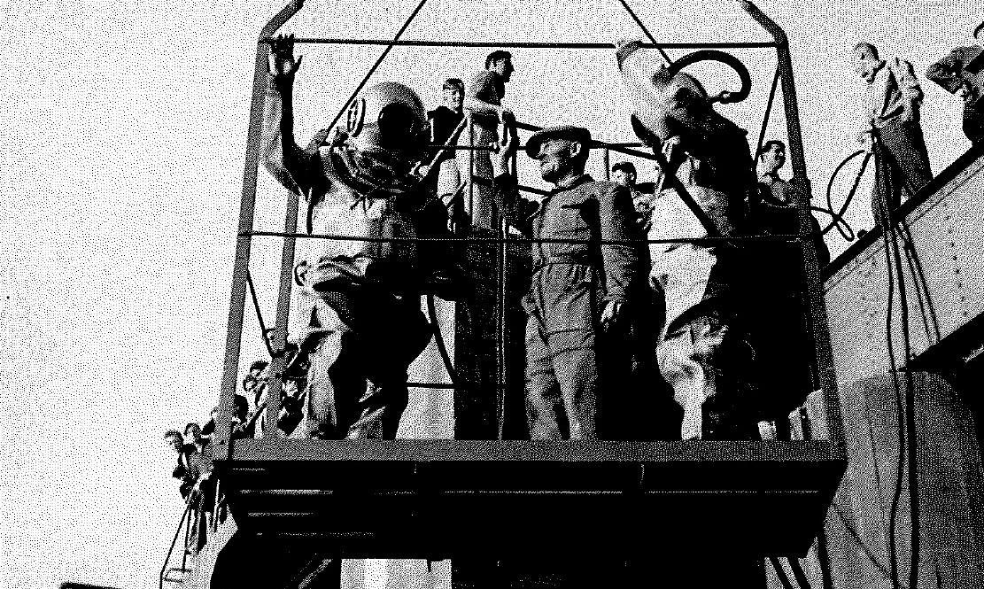 František Šikula (uprostřed) s potápěči při kontrole hráze Brněnské přehrady (50. léta)