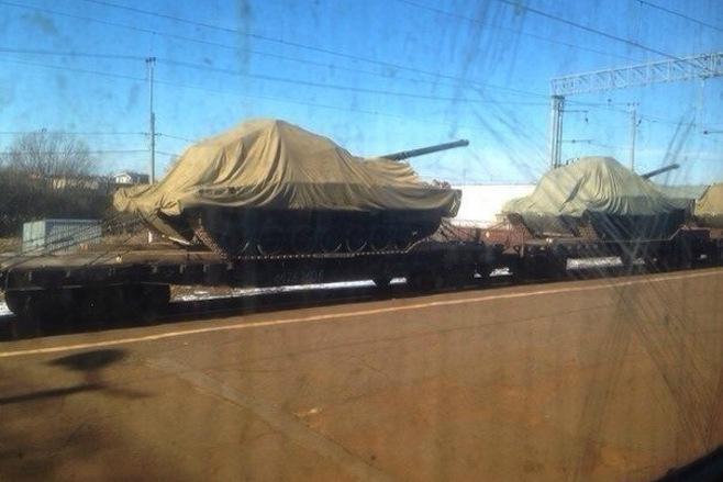 Poprvé byla Armata vyfotografována během převozu po železnici