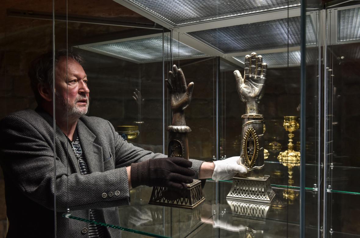 Instalace exponátů výstavy Poklad !!!